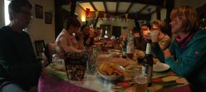 Gezellig met elkaar aan tafel